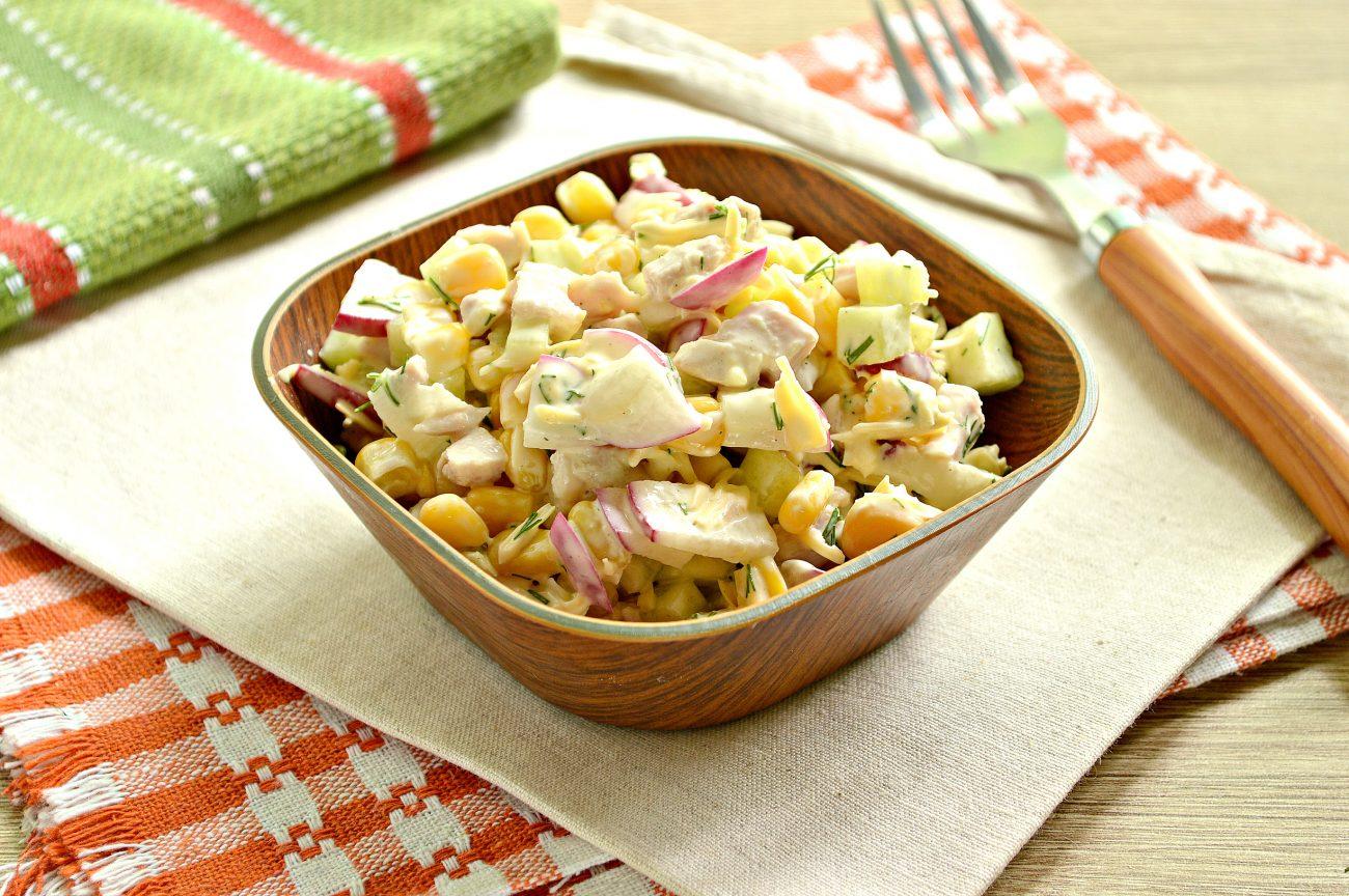 Куриный салат с кукурузой и редиской