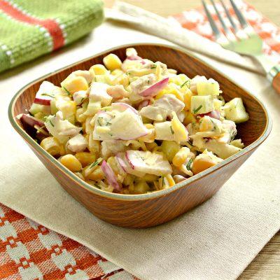 Куриный салат с кукурузой и редиской - рецепт с фото