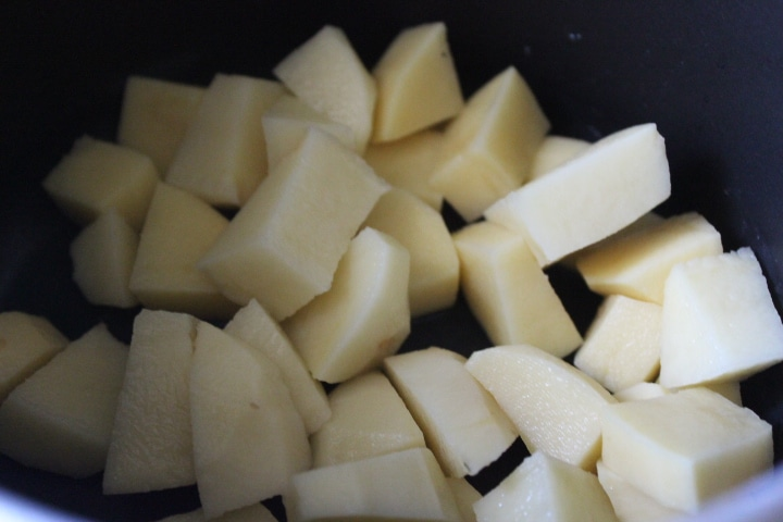 Фото рецепта - Суп с горбушей и пшеном - шаг 1
