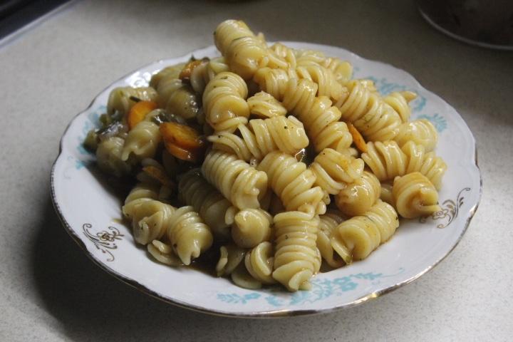 Фото рецепта - Паста в томатном соусе с овощами - шаг 6