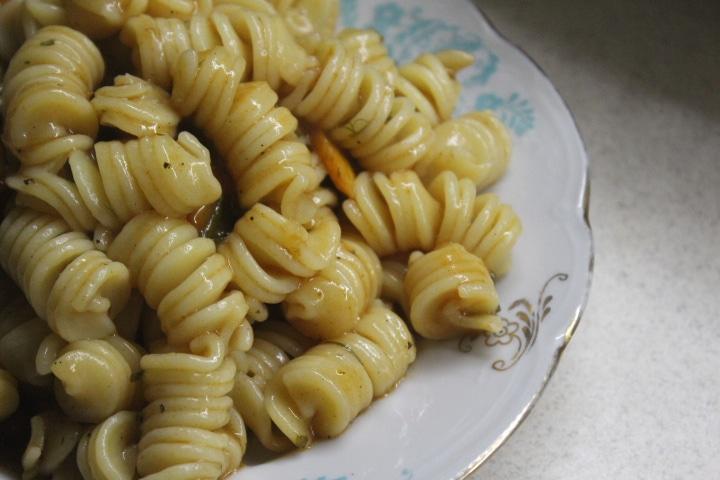 Фото рецепта - Паста в томатном соусе с овощами - шаг 7