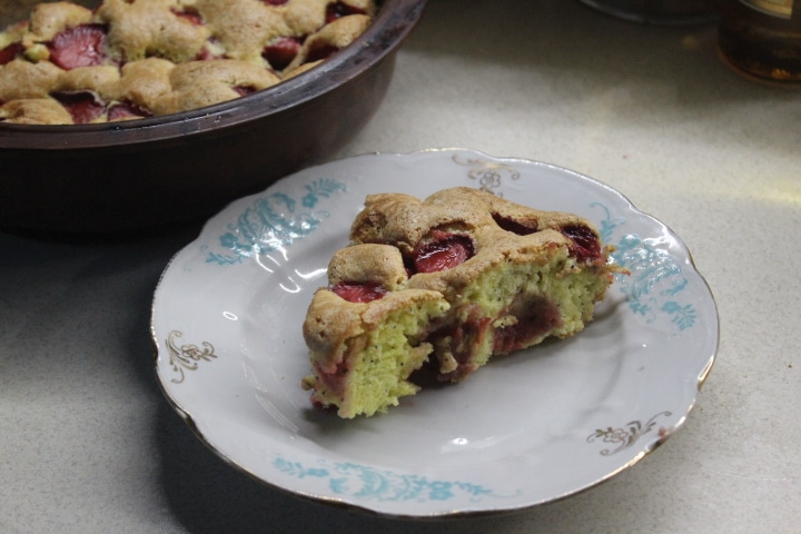 Фото рецепта - Клубнично-маковый пирог - шаг 9