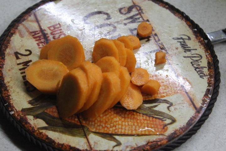 Фото рецепта - Суп с молодым картофелем и сочными фрикадельками - шаг 2