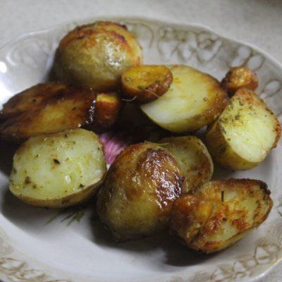 Молодой картофель в фольге в духовке - рецепт с фото