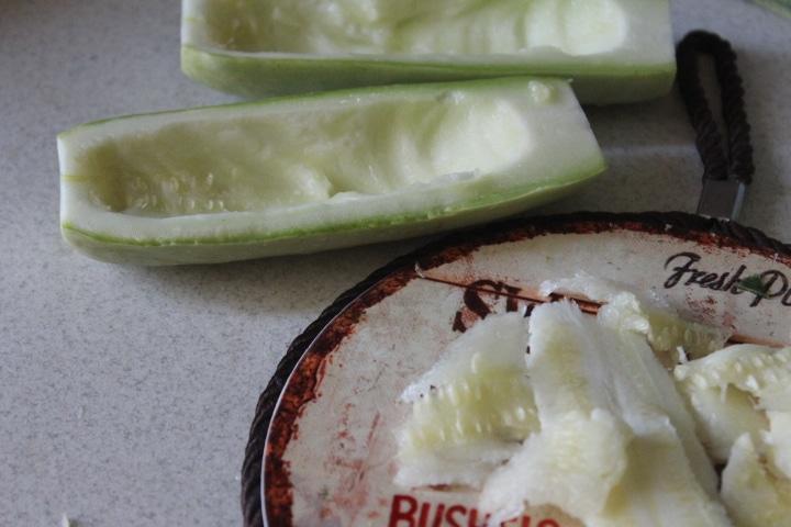 Фото рецепта - Фаршированные лодочки из кабачков с курицей - шаг 3