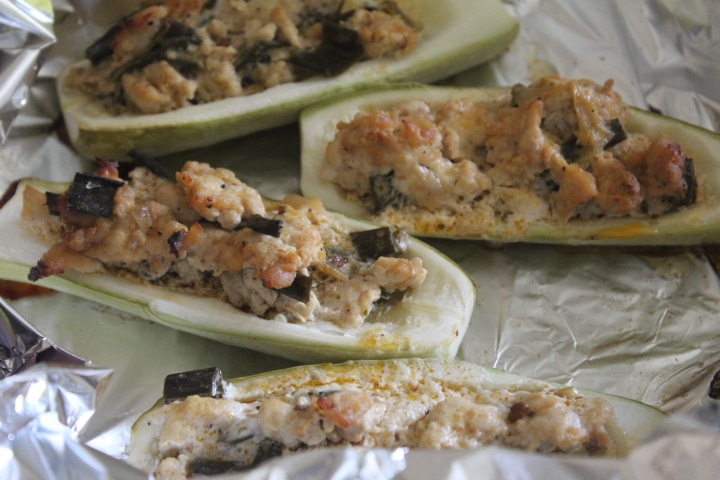 Фото рецепта - Фаршированные лодочки из кабачков с курицей - шаг 7