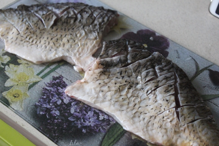 Фото рецепта - Филе карпа в пикантном чесночном соусе с кабачками - шаг 2
