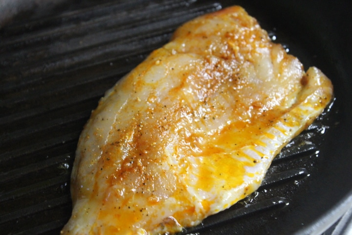 Фото рецепта - Филе карпа в пикантном чесночном соусе с кабачками - шаг 6