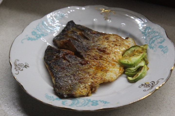 Фото рецепта - Филе карпа в пикантном чесночном соусе с кабачками - шаг 9