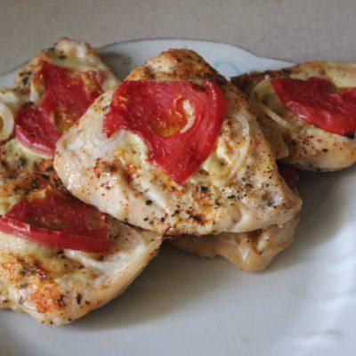 Куриное филе с томатами в духовке - рецепт с фото
