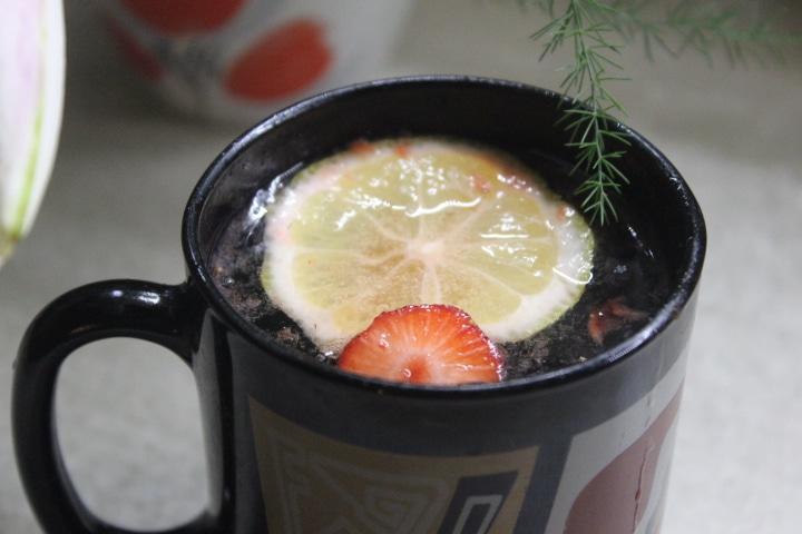 Клубнично-базиликовый лимонад