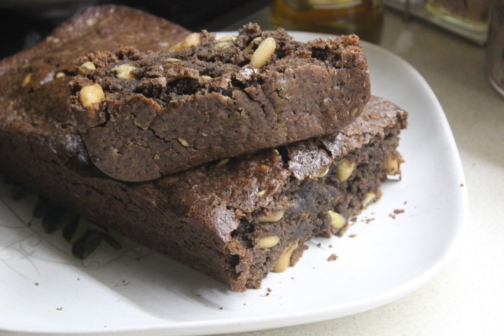 Фото рецепта - Шоколадный кекс с арахисом - шаг 6