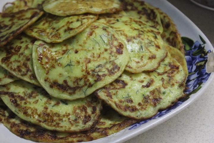 Фото рецепта - Кабачковые оладьи с сыром - шаг 7