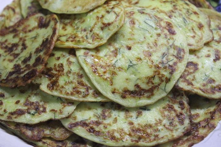 Фото рецепта - Кабачковые оладьи с сыром - шаг 8