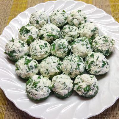 Творожные шарики с зеленью на кольцах огурца - рецепт с фото