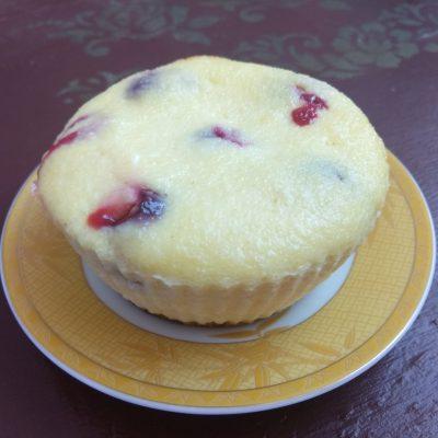 Творожные кексы с черешней - рецепт с фото
