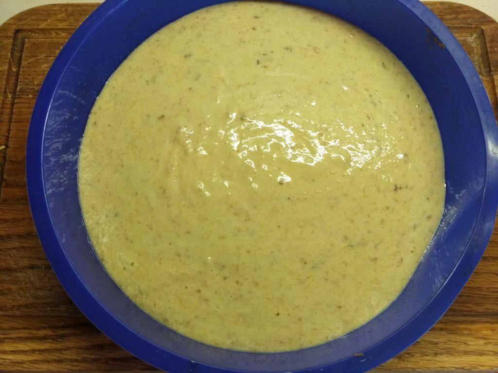 Фото рецепта - Банановый пирог на манке и молоке - шаг 5