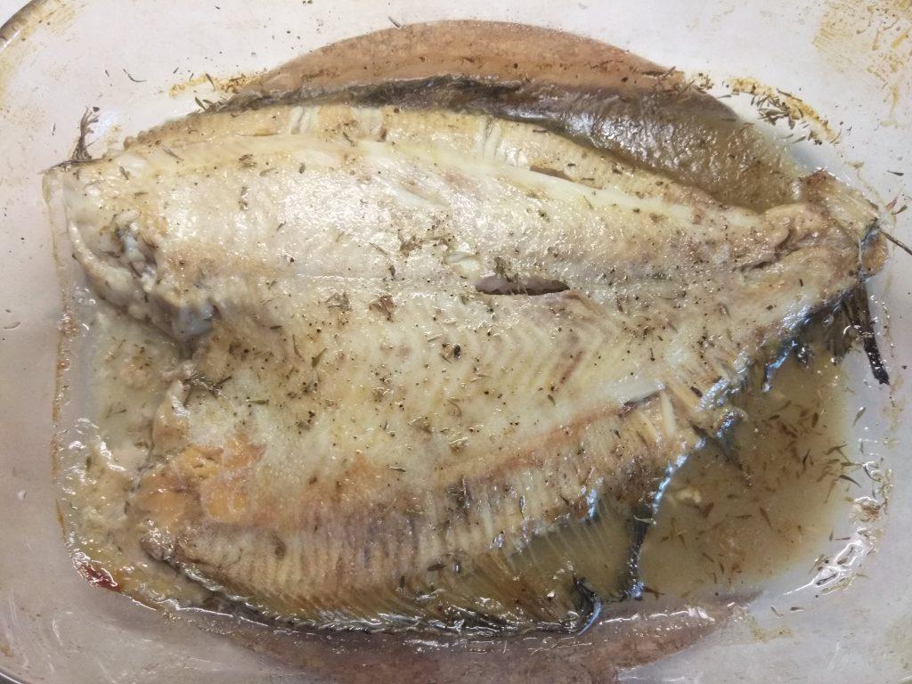 Фото рецепта - Камбала, запеченная в духовке с тимьяном - шаг 4