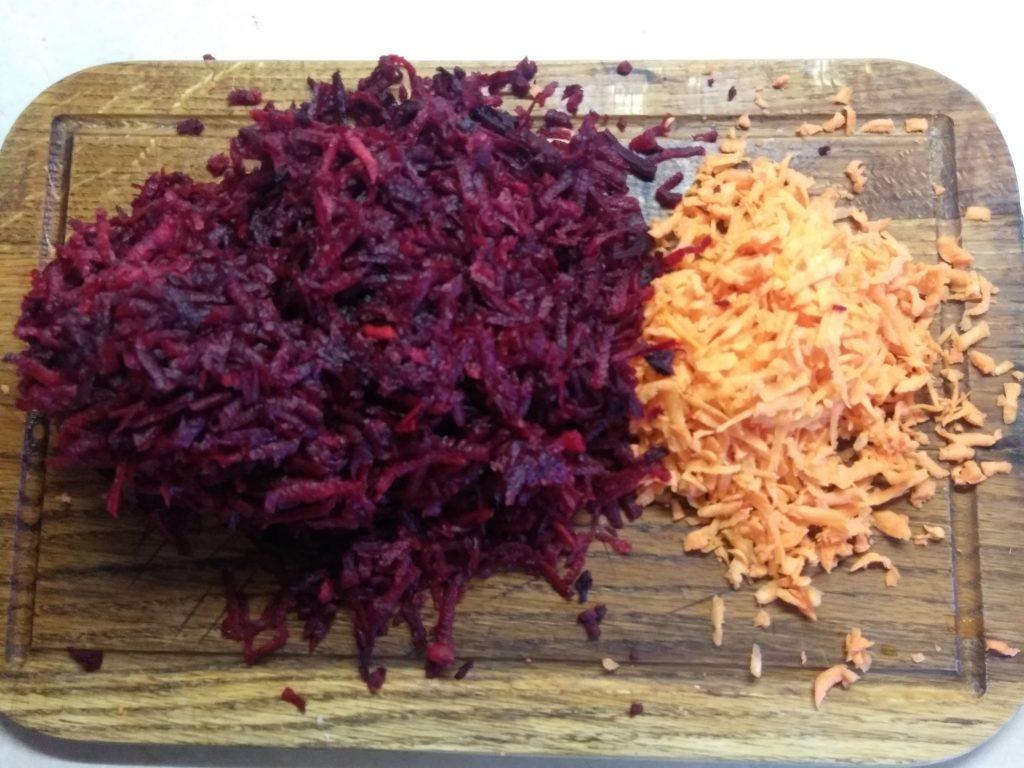 Фото рецепта - Красный борщ с черной фасолью и шампиньонами - шаг 3