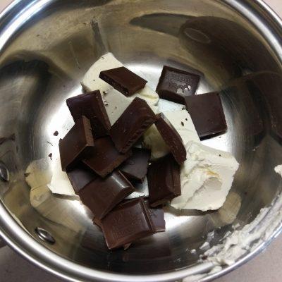 Фото рецепта - Шоколадные кексы с клубникой - шаг 1