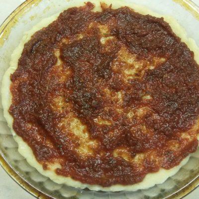 Фото рецепта - Пицца с домашней колбасой и двумя видами сыра - шаг 1