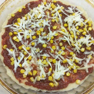 Фото рецепта - Пицца с домашней колбасой и двумя видами сыра - шаг 2
