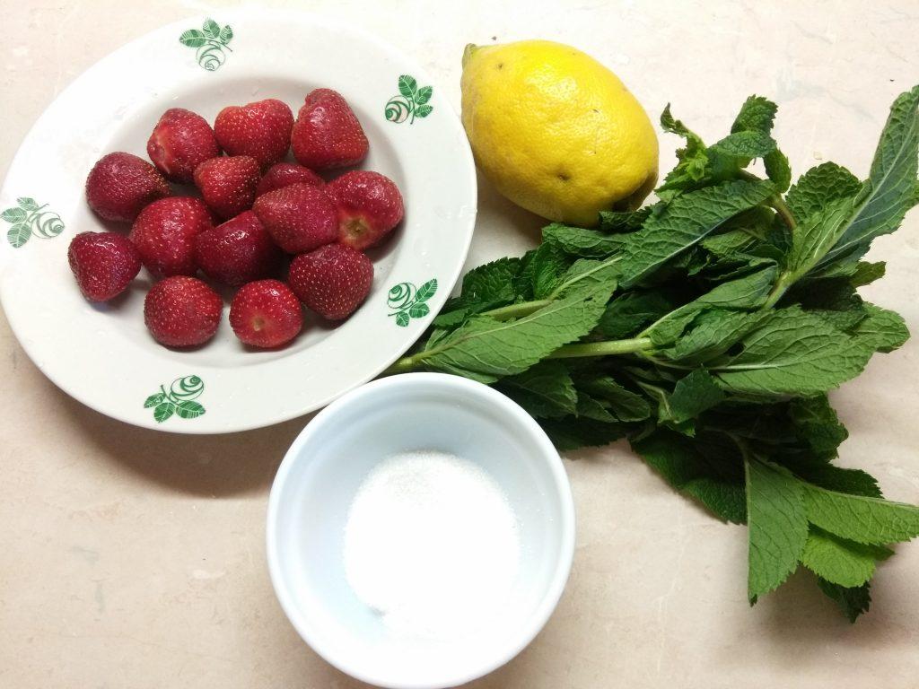 Фото рецепта - Клубничный мохито - шаг 1