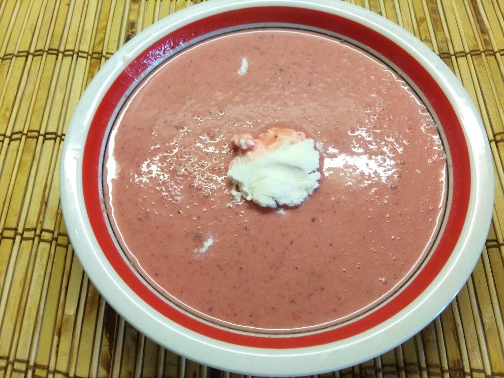 Фото рецепта - Клубничный суп на кунжутном молоке - шаг 4