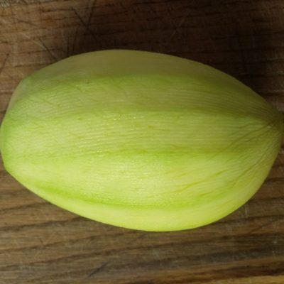 Фото рецепта - Салат с манго, ананасами, оливками и индейкой - шаг 2