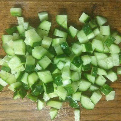 Фото рецепта - Салат с манго, ананасами, оливками и индейкой - шаг 4