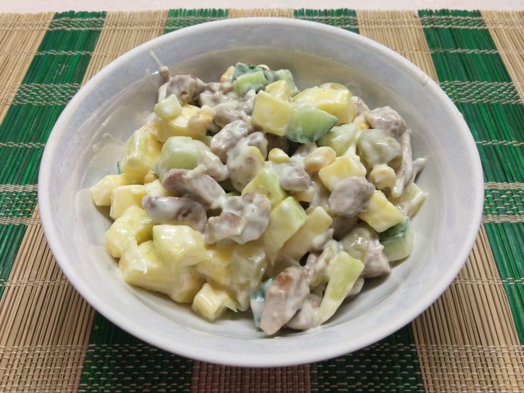 Фото рецепта - Салат с манго, ананасами, оливками и индейкой - шаг 6