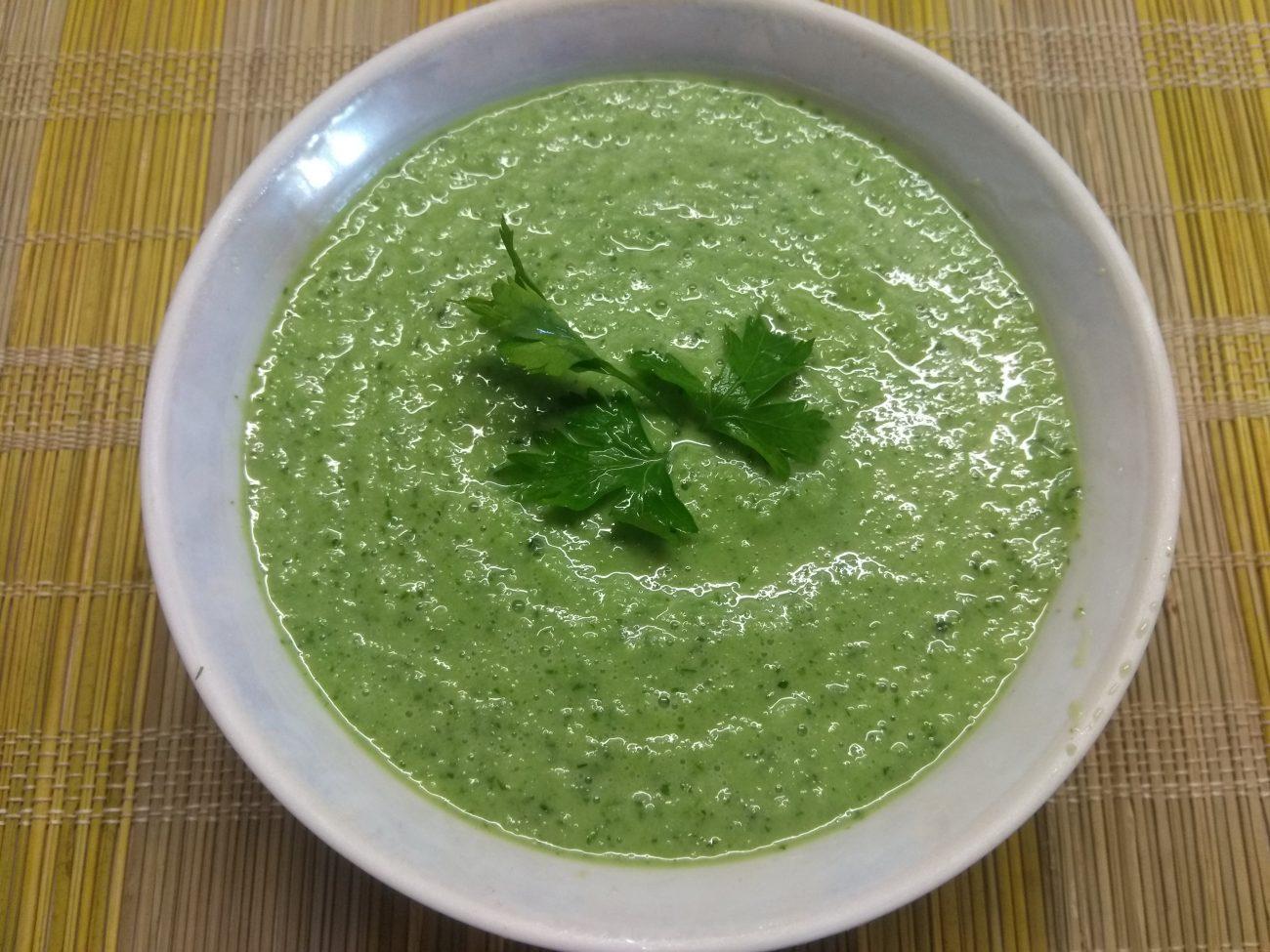 Огуречный холодный крем-суп на кефире