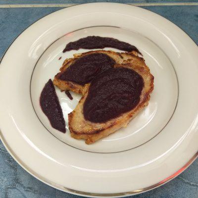 Фото рецепта - Соус из шелковицы с розмарином к мясу - шаг 7