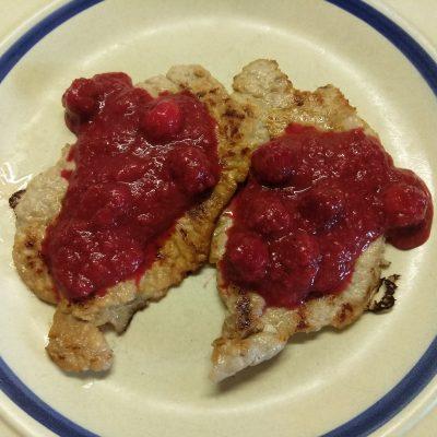 Пряный вишневый соус к мясу - рецепт с фото