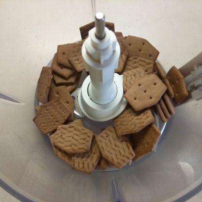 Фото рецепта - Холодный десерт – чизкейк из творога с клубникой - шаг 1