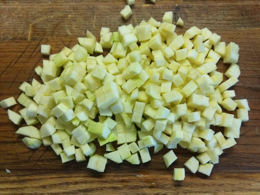 Фото рецепта - Холодный томатный суп с овощами - шаг 4