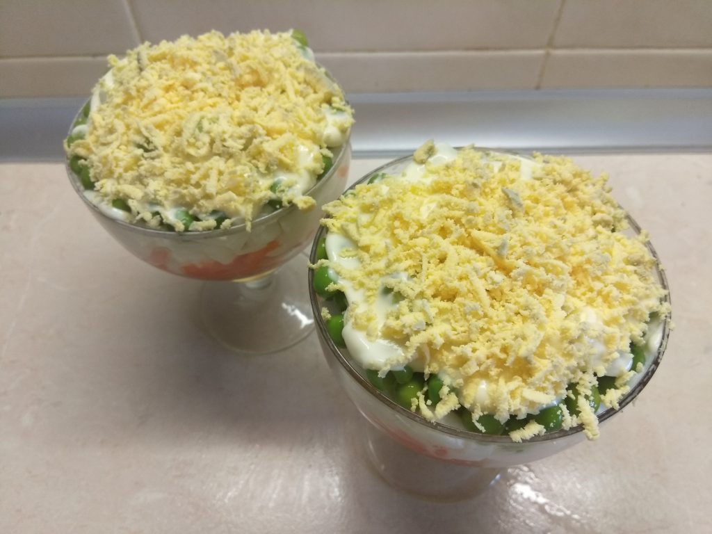 Фото рецепта - Слоеный салат-коктейль с печенью трески - шаг 5