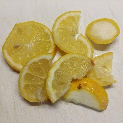 Фото рецепта - Липовый чай с лимоном и медом - шаг 2