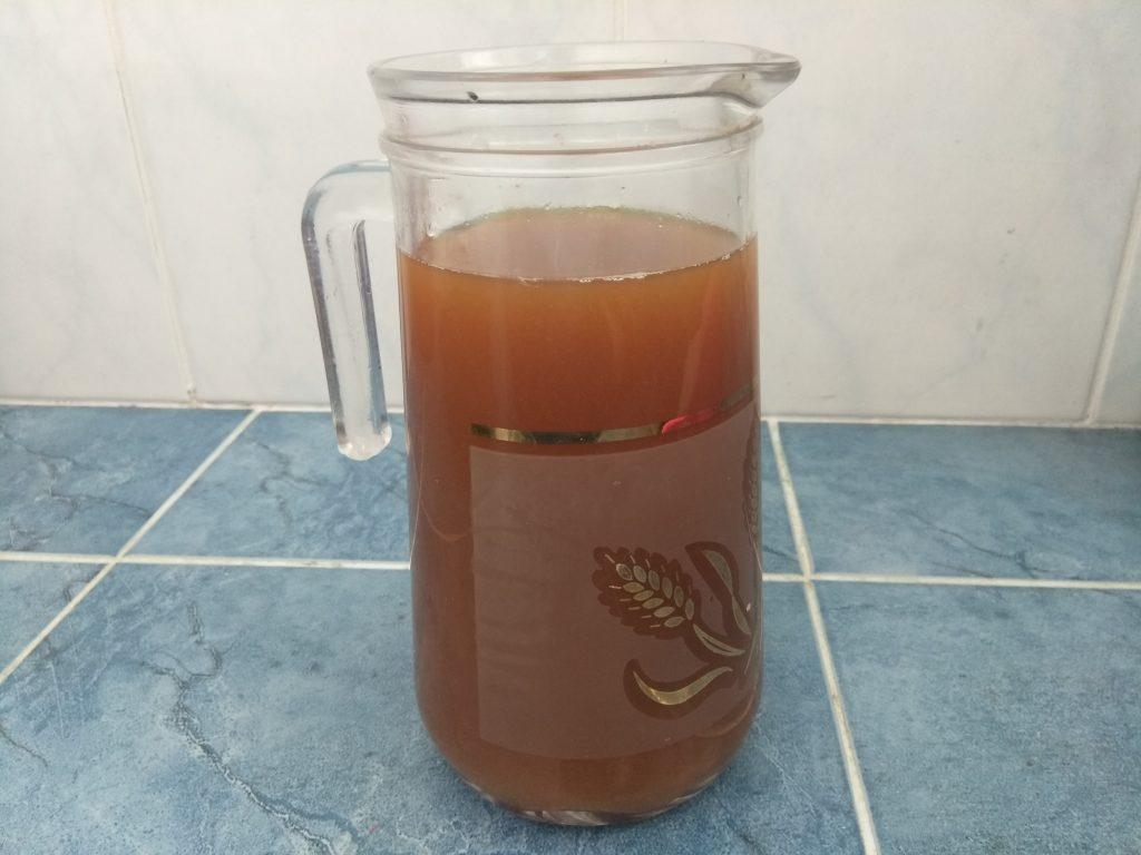 Фото рецепта - Липовый чай с лимоном и медом - шаг 4