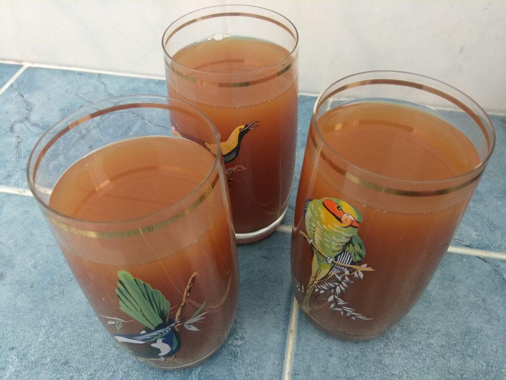 Фото рецепта - Липовый чай с лимоном и медом - шаг 5