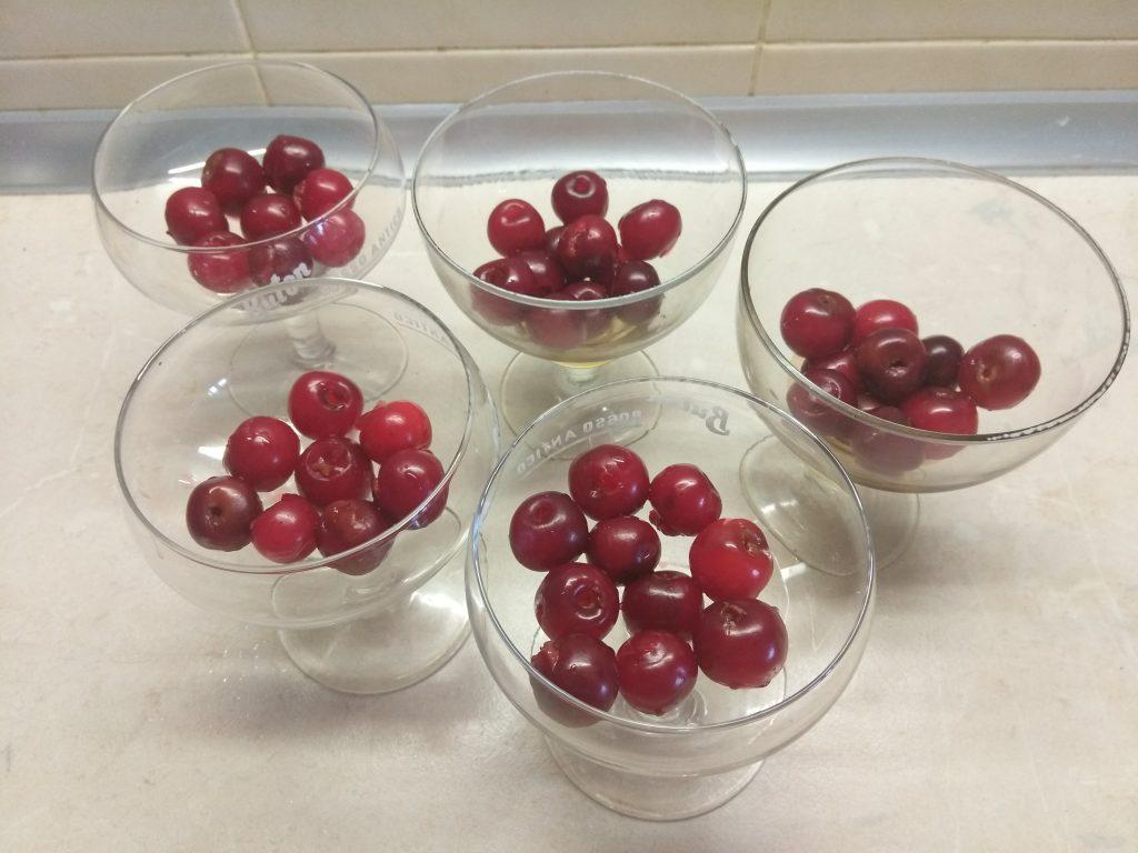 Фото рецепта - Вишня в вишневом желе - шаг 5