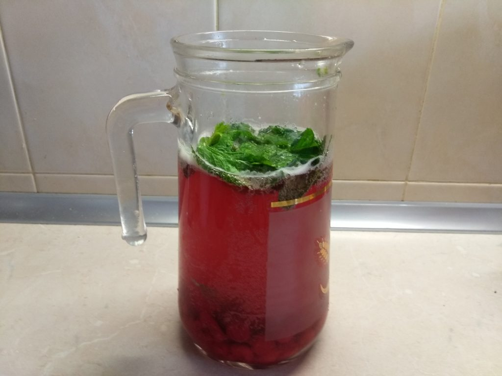 Фото рецепта - Вишневый лимонад с мятой - шаг 3