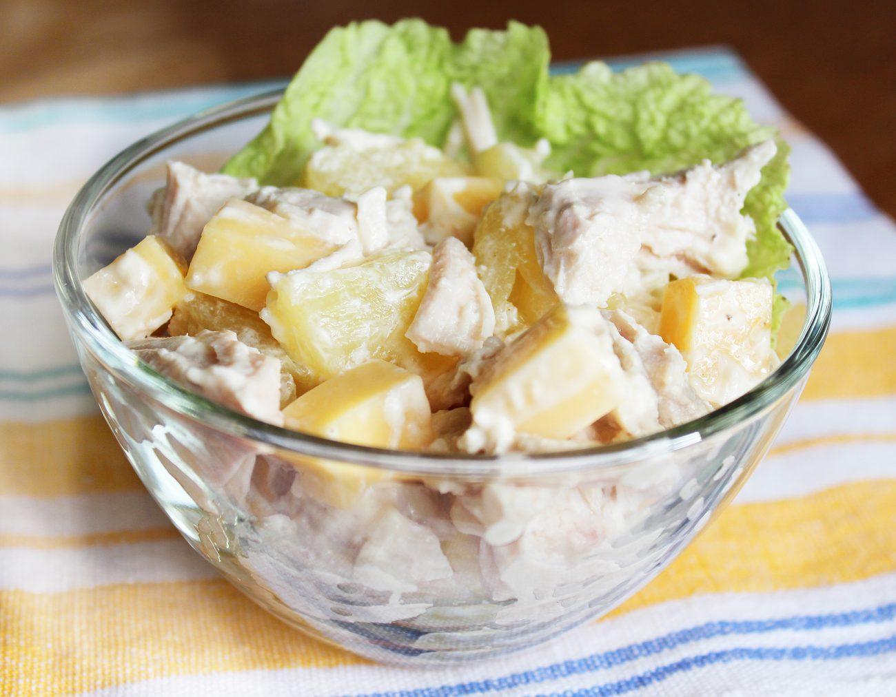 Куриный салат с ананасом и сыром