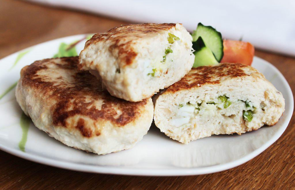 Фото рецепта - Куриные зразы, фаршированные яйцом и луком - шаг 9