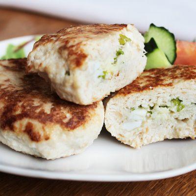 Куриные зразы, фаршированные яйцом и луком - рецепт с фото