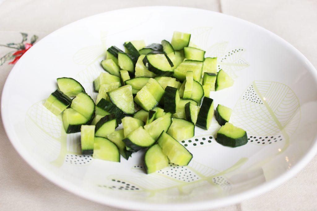 Фото рецепта - Легкий овощной салат без майонеза - шаг 1
