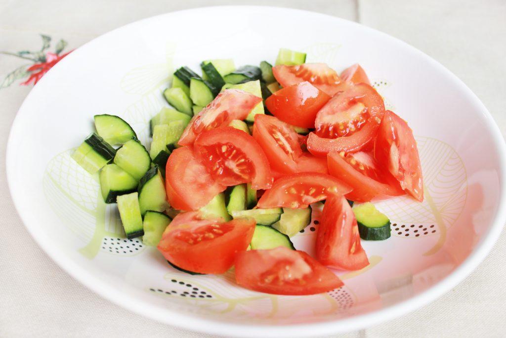 Фото рецепта - Легкий овощной салат без майонеза - шаг 2