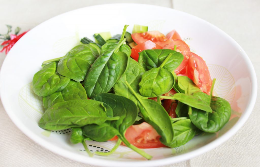Фото рецепта - Легкий овощной салат без майонеза - шаг 3