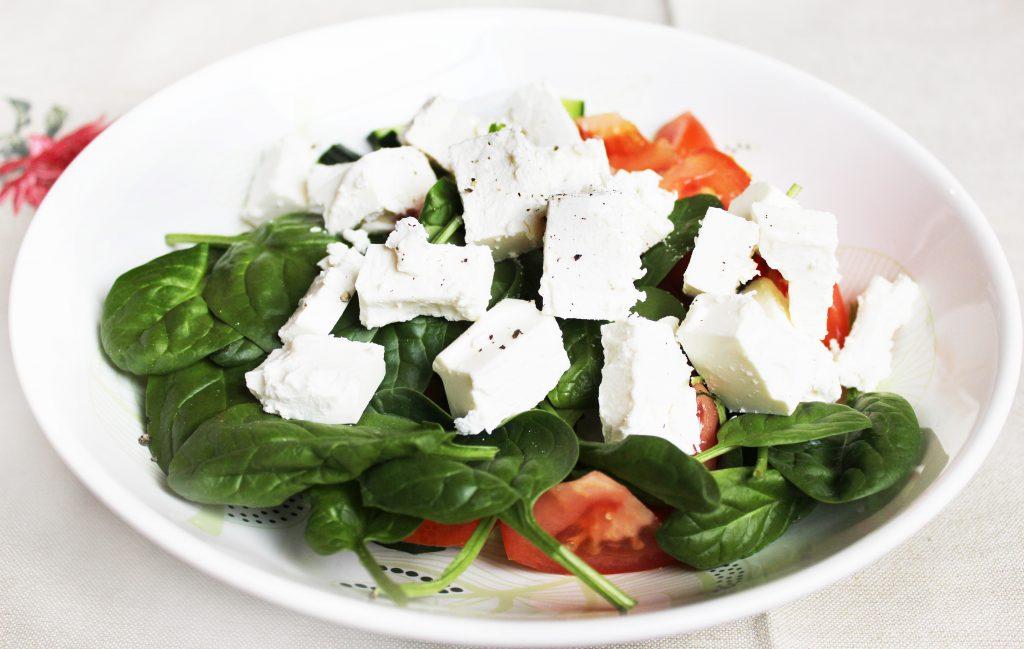 Фото рецепта - Легкий овощной салат без майонеза - шаг 4