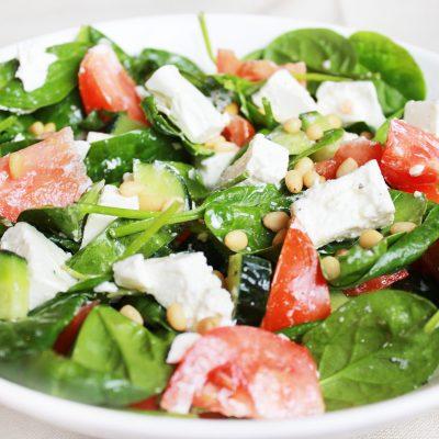 Легкий овощной салат без майонеза - рецепт с фото